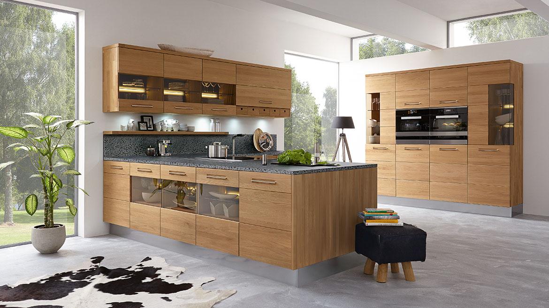 Einbauküchen  Massivholzküche von Decker in der Küchenwelt von Pfiff Möbel